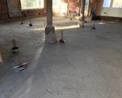 Uitvlakken vloer in pand in Nij Beets